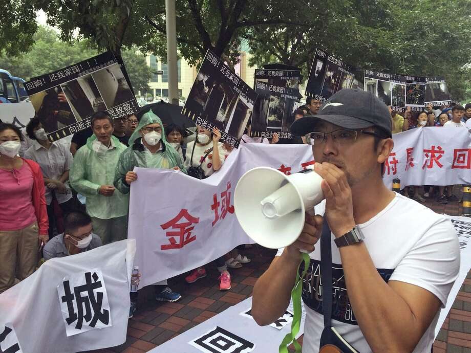 Residents demanding compensation for damages to their homes after an explosion at the Tianjin port protest outside a hotel where media press conferences are held in northeastern China's Tianjin municipality on Wednesday, Aug. 19, 2015. The blasts originated at a warehouse for hazardous material, where 700 tons of sodium cyanide,  a toxic chemical that can form combustible substances on contact with water, was being stored in amounts that violated safety rules. Photo: AP Photo/Paul Traynor / AP