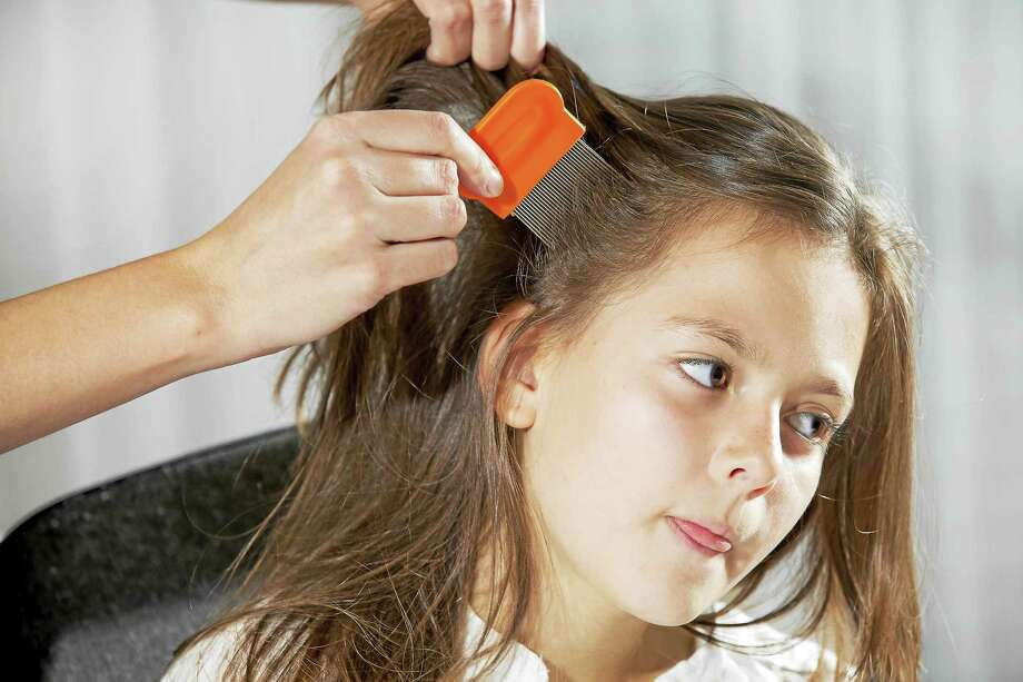 A mother using a comb to look for head lice. Photo: Getty Images/iStockphoto / iStockphoto