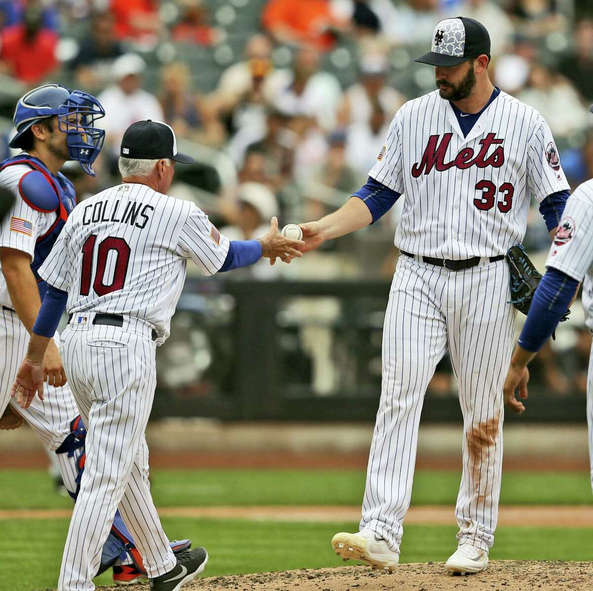 Mets manager Terry Collins, left, pulls pitcher Matt Harvey from a game earlier this season.