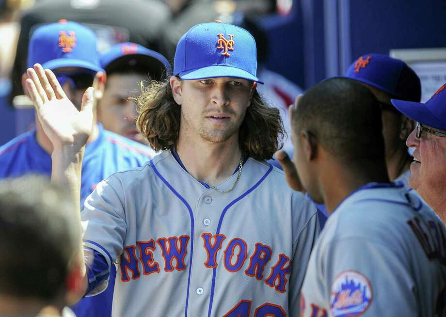 Jacob deGrom, center, picked up the win in his first game back with the Mets since tending to his ill infant son. Photo: John Amis — The Associated Press  / FR69715 AP
