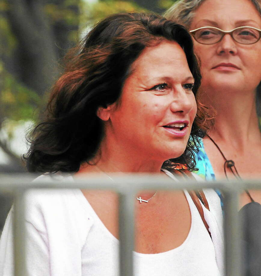 Donna Bello, left, takes a break from courtroom proceedings at the Abraham Ribicoff Federal Courthouse in Hartford Aug. 13, 2013, in the Shoreline gifting tables case. Photo: PETER HVIZDAK — NEW HAVEN REGISTER FILE PHOTO  / ©Peter Hvizdak /  New Haven Register