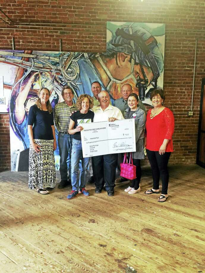 Friends of Main Street presented a donation to the American Mural Project on Friday. Photo: Noelia Ortiz – The Register Citizen