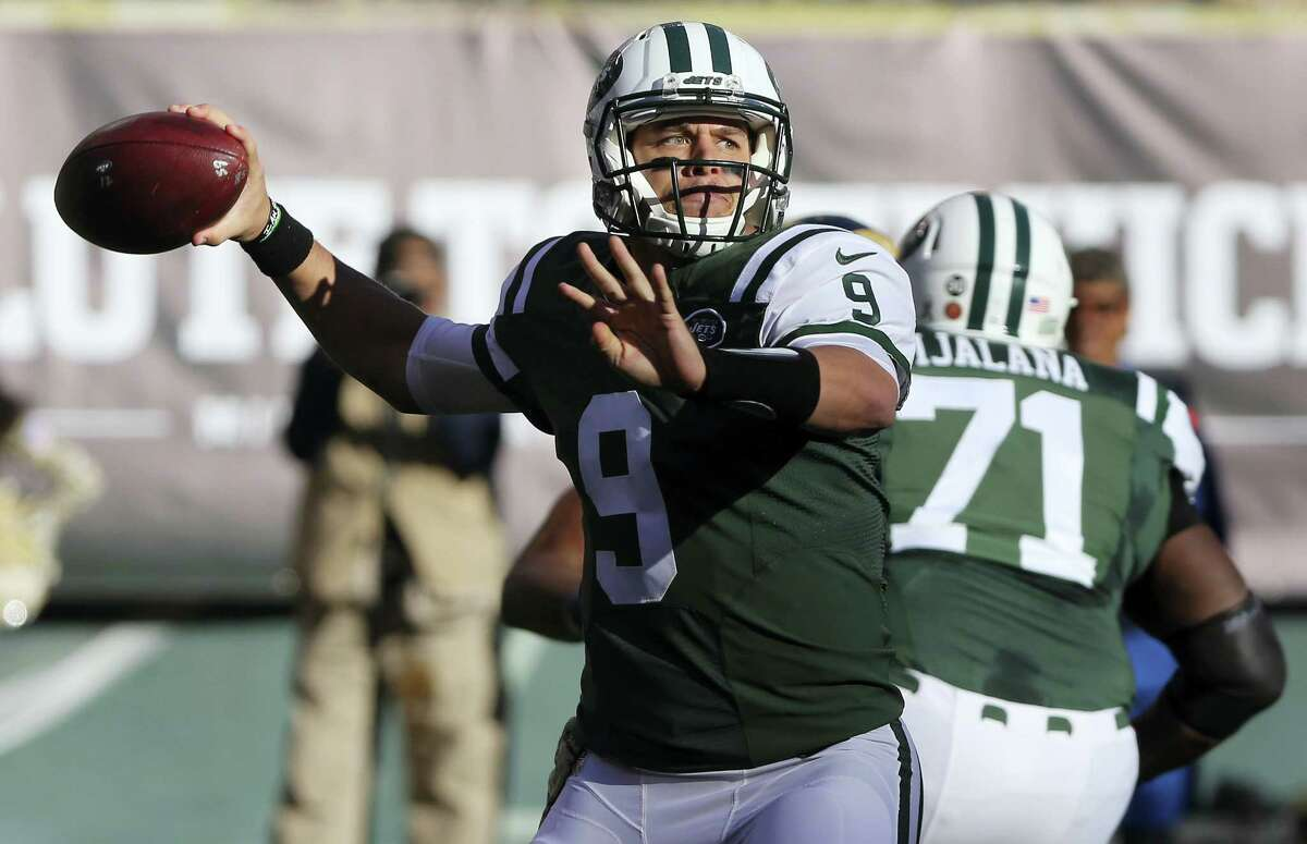 New York Jets quarterback Bryce Petty (9) throws against the Los Angeles Rams during the second quarter Sunday in East Rutherford, N.J.