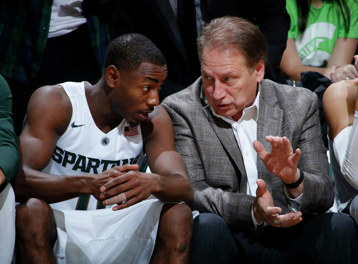 Michigan State coach Tom Izzo, right, talks with Lourawls Nairn Jr. during the second half of a game against Binghamton earlier this season.