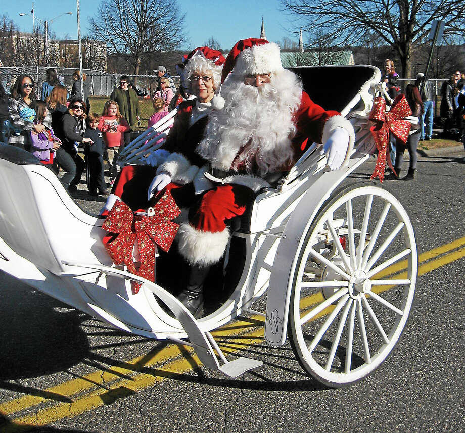 John Torsiello photo Santa arrives with Mrs. Claus under sunny skies. Photo: Journal Register Co.