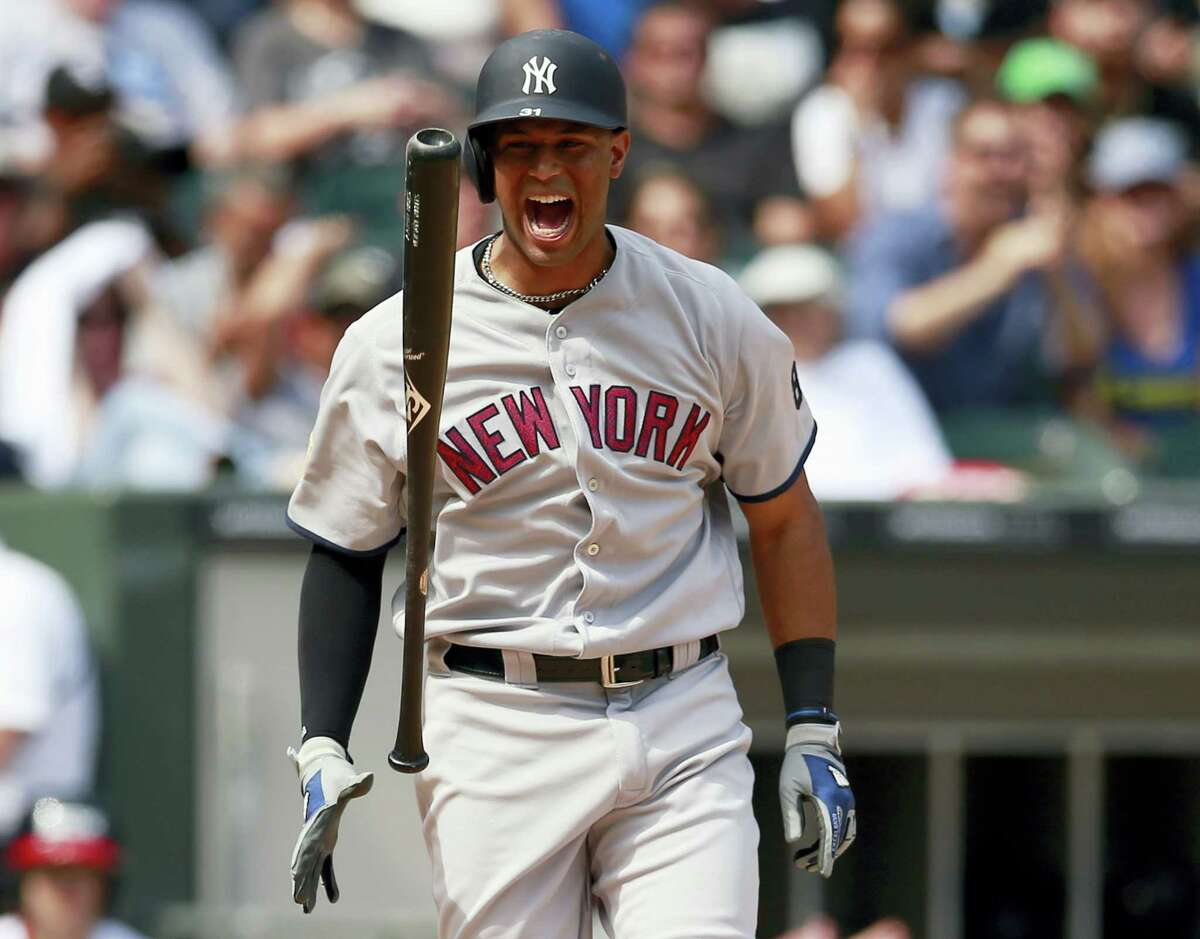 New York'S Aaron Hicks reacts to striking out in the eight inning against the Chicago White Sox in Chicago on Monday. The White Sox prevailed 8-2.