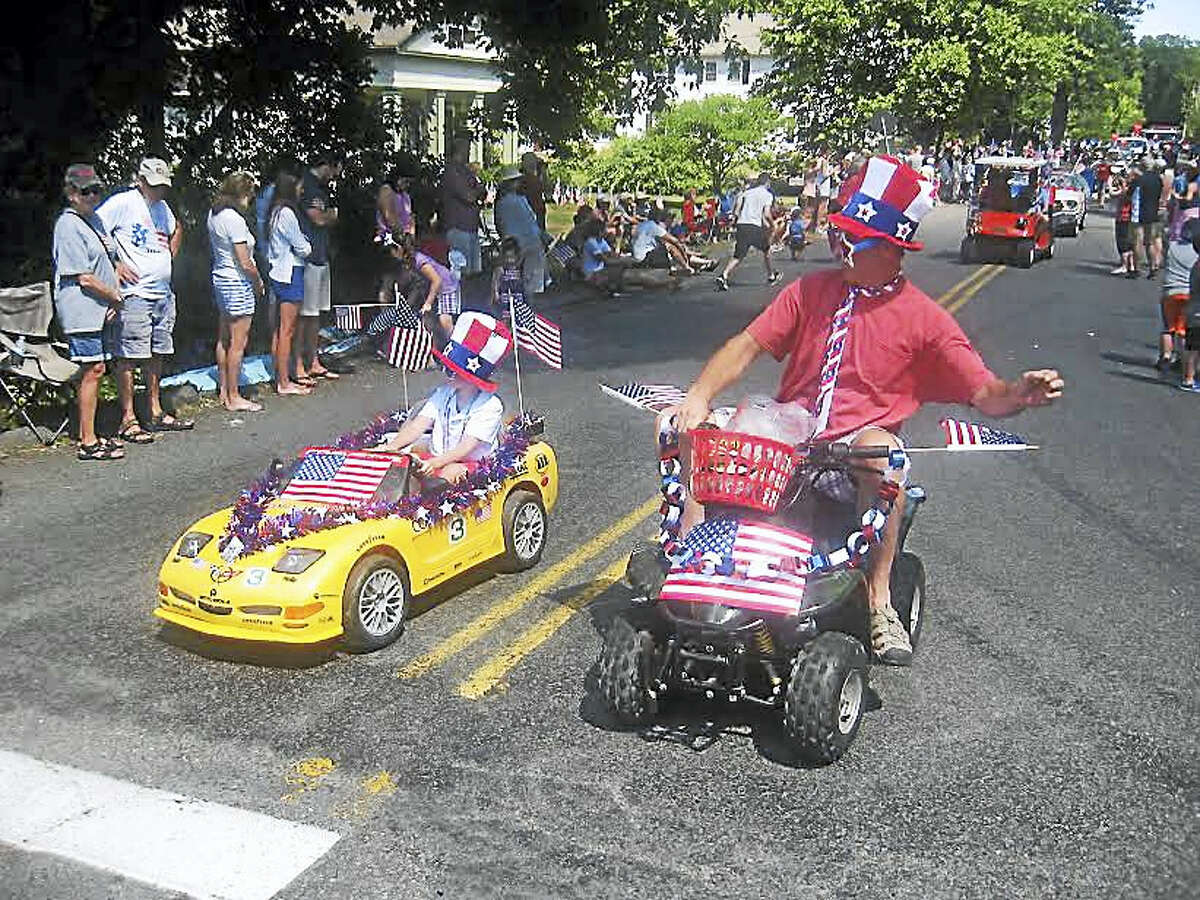 Eighteen miniature cars delight the crowd.