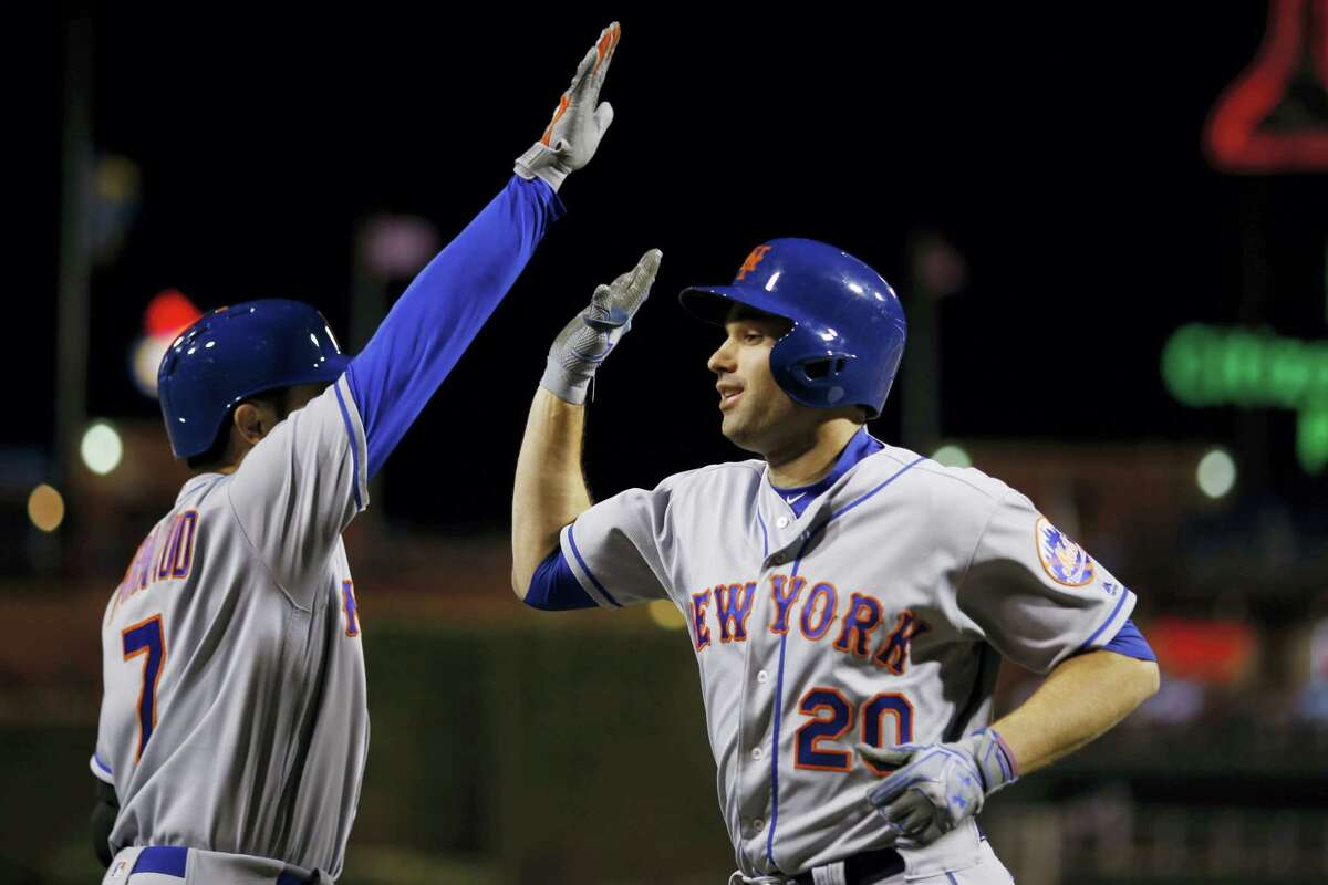 The Mets' Neil Walker, right, and Travis d'Arnaud celebrate after Walker's home run in the seventh inning on Tuesday.