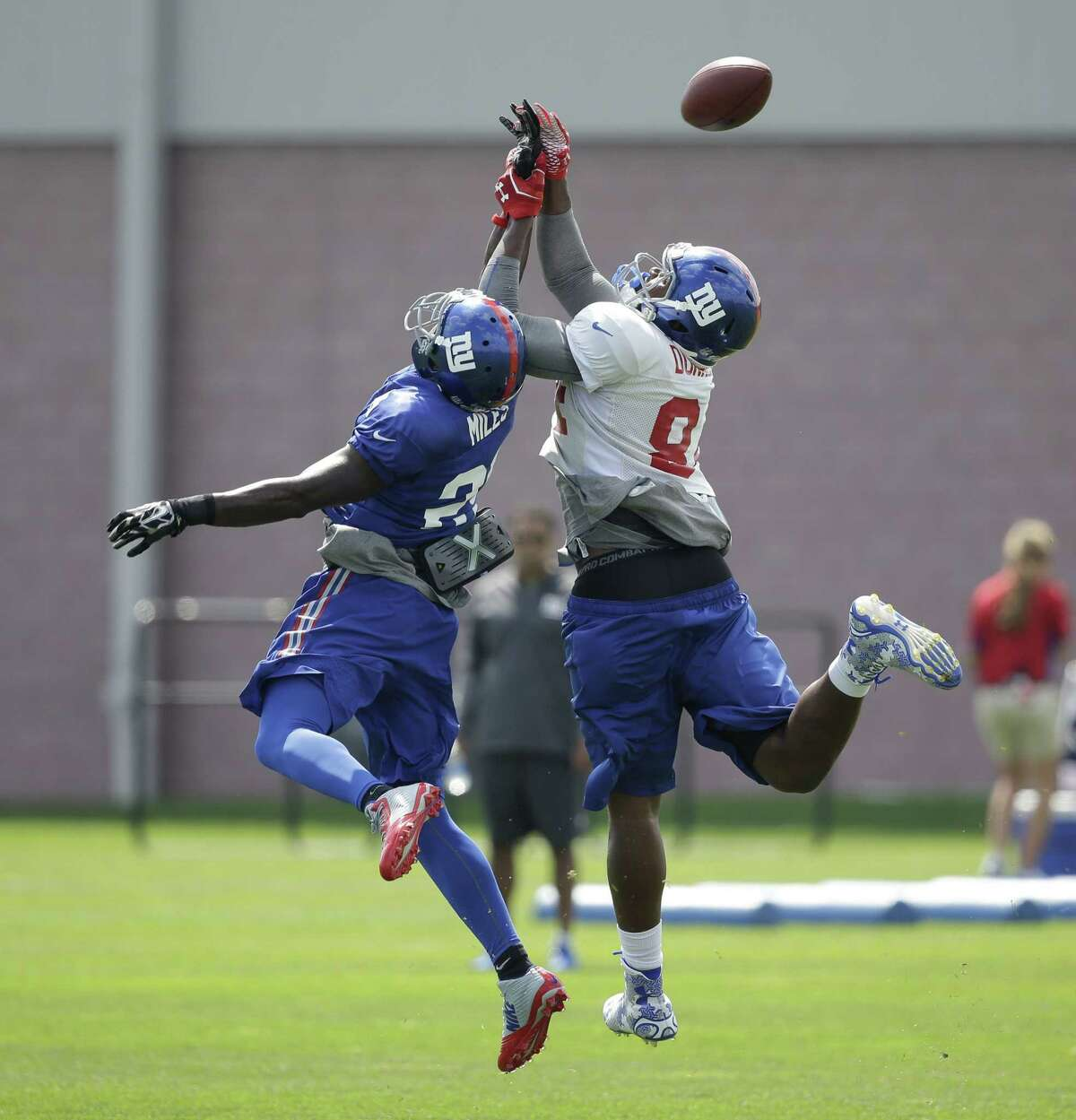 New York Giants safety Jeromy Miles, left, and tight end Larry Donnell go up for a ball during practice on Monday in East Rutherford, N.J.