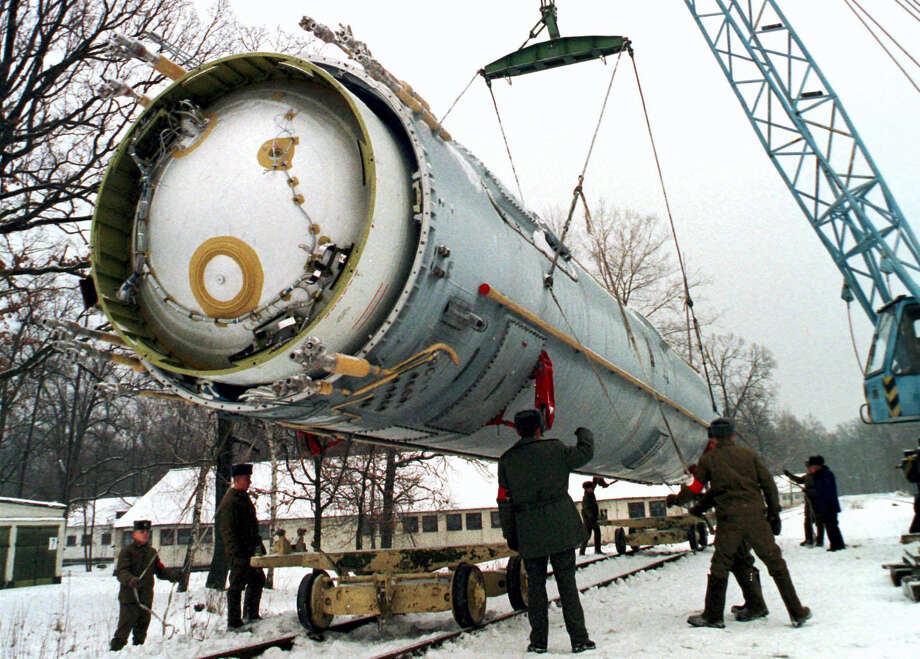 In this Dec. 24, 1997, photo, soldiers prepare to destroy a ballistic SS-19 missile in the yard of the largest former Soviet military rocket base in Vakulenchuk, Ukraine. Photo: THE ASSOCIATED PRESS FILE  / AP