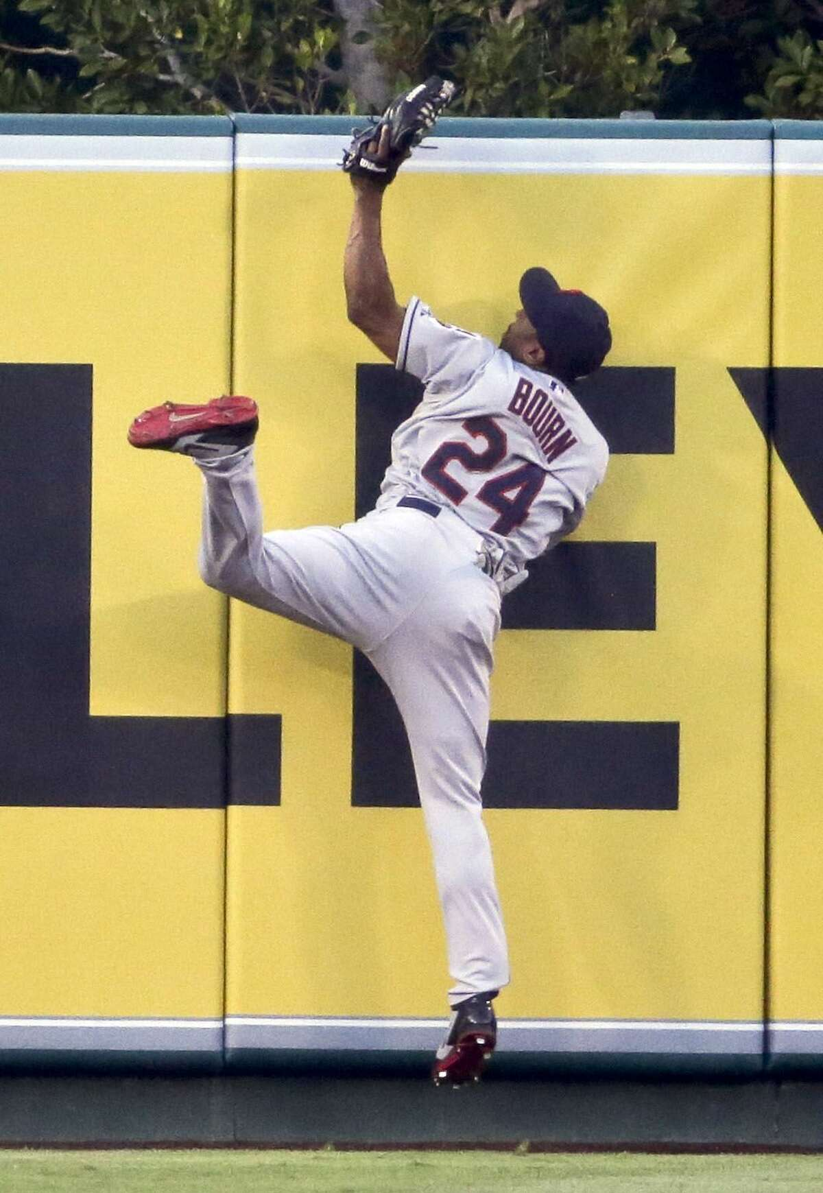 The Cleveland Indians traded center fielder Michael Bourn to the Atlanta Braves on Friday.