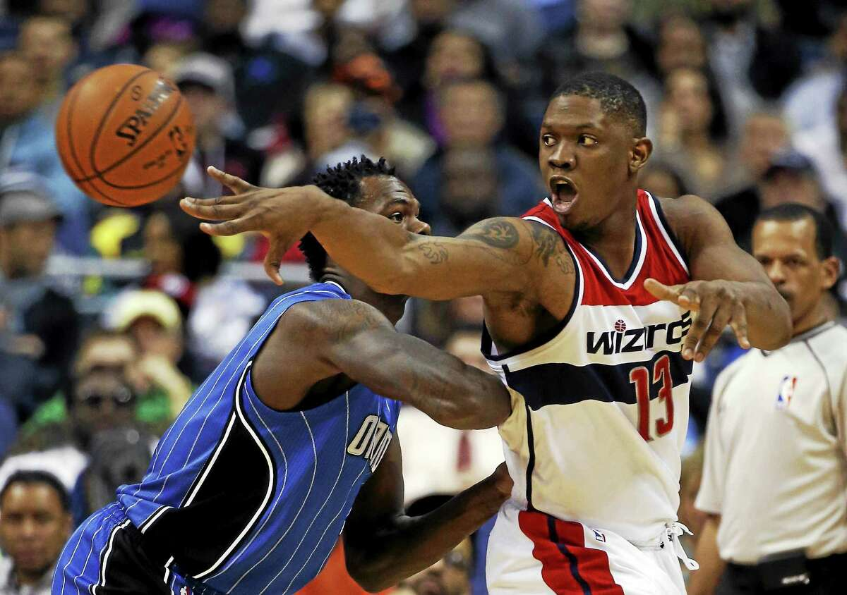 The New York Knicks have signed forward/center Kevin Seraphin.