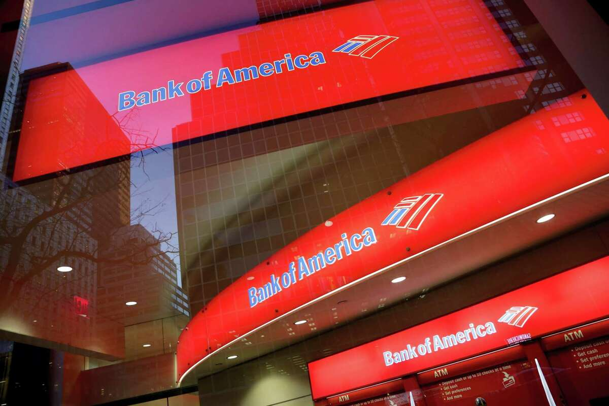 In this Nov. 23, 2015 photo, shows a branch office of Bank of America, in New York. Bank of America reported first-quarter earns on April 14, 2016.