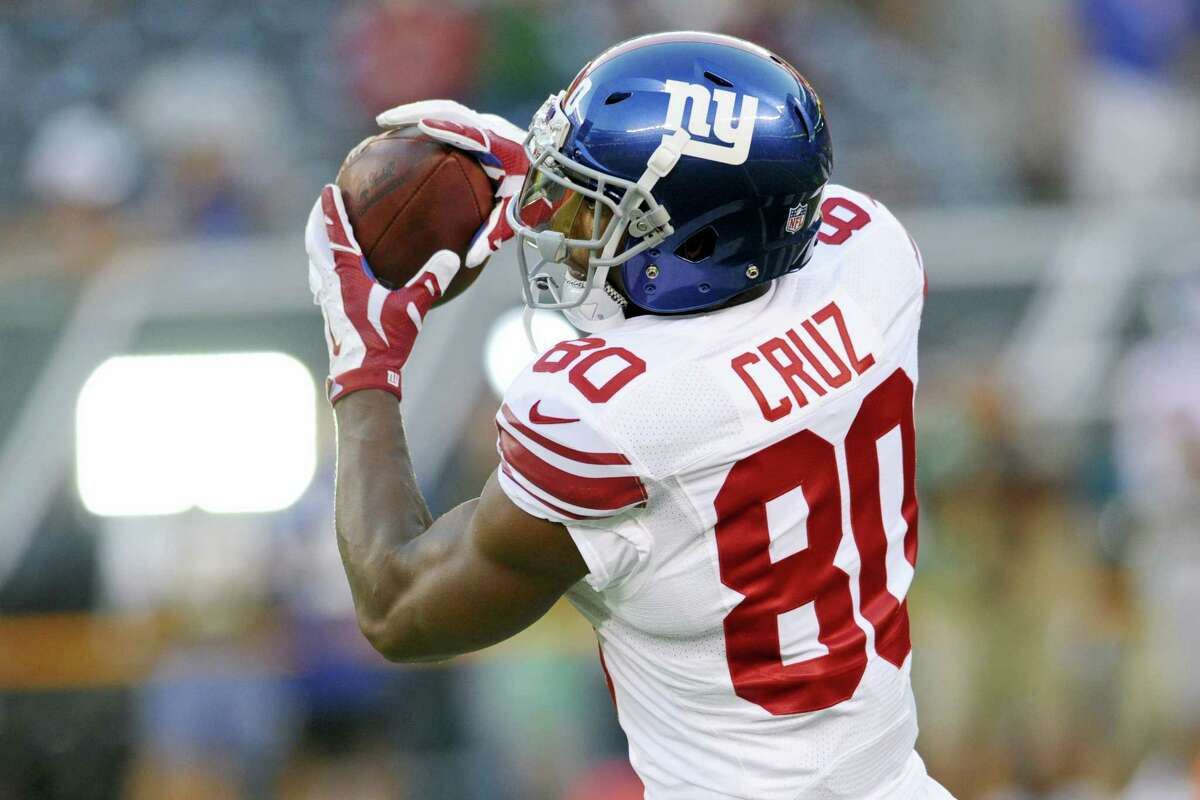 Giants wide receiver Victor Cruz (80) catches a pass.