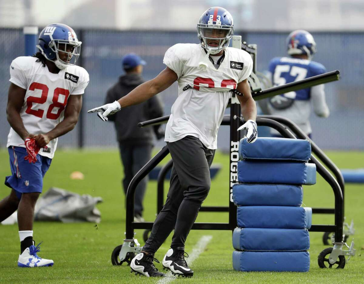 Giants running back Rashad Jennings, center, and running back Paul Perkins work out during practice on Thursday.