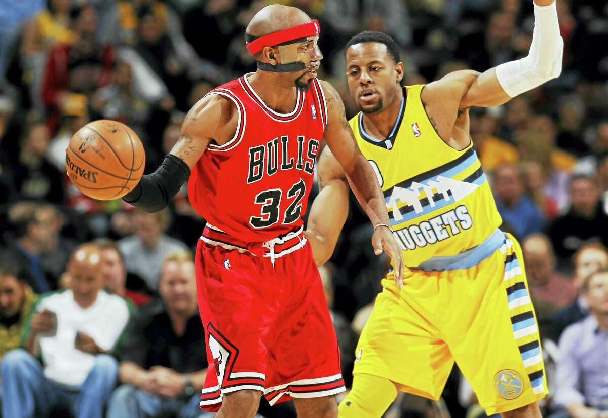 Former UConn star Richard Hamilton, left, says he is contemplating a return to the NBA.