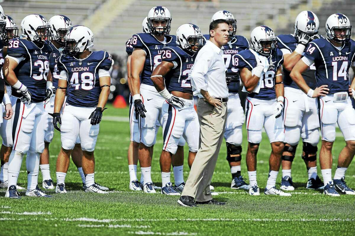 UConn coach Bob Diaco watches his team practice before a game in 2014.