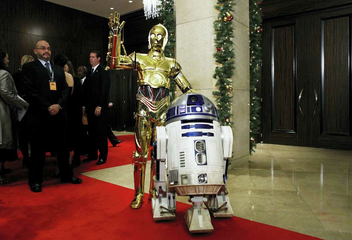"""In this Dec. 1, 2008, file photo, """"Star Wars"""" characters C-3PO, left, and R2D2 arrive at the American Cinematheque Award gala honoring Samuel L. Jackson in Beverly Hills, Calif. Actor Kenny Baker, who portrayed the R2-D2 in the first Star Wars movie, has died Saturday, Aug. 13, 2016. His niece, Abigail Shield, said he was found dead by a nephew on Saturday at his home in northwest England after a long illness."""