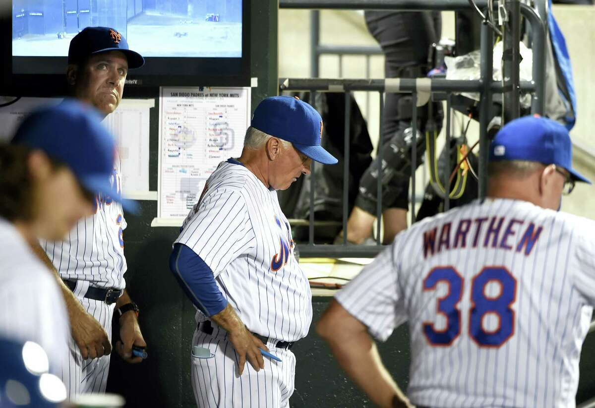 Mets manager Terry Collins, center, with bench coach Dick Scott, left, and pitching coach Dan Warthen (38) react in the dugout in the fifth inning on Friday.