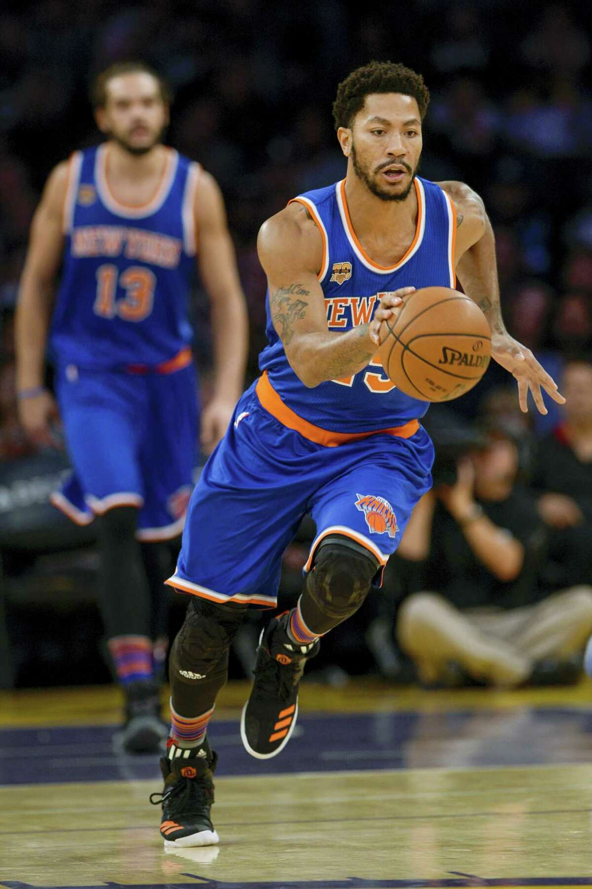 New York Knicks point guard Derrick Rose brings the ball up the court during the first half of an NBA basketball game against the Los Angeles Lakers on Sunday, Dec. 11, 2016 in Los Angeles.
