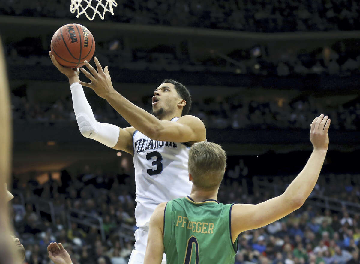 Villanova's Josh Hart goes up for a basket over Notre Dame's Rex Pflueger during Saturday's game.