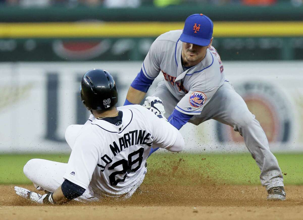 The Tigers' J.D. Martinez (28) beats the tag from Mets shortstop Matt Reynolds in the fourth inning.