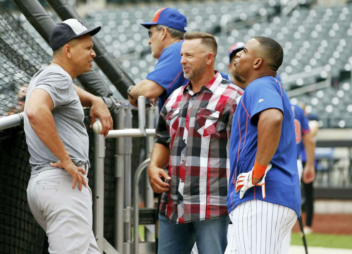The Yankees' Alex Rodriguez, left, talks to MLB broadcaster Kevin Millar, center, in plaid shirt, and the Mets' Yoenis Cespedes on Tuesday.