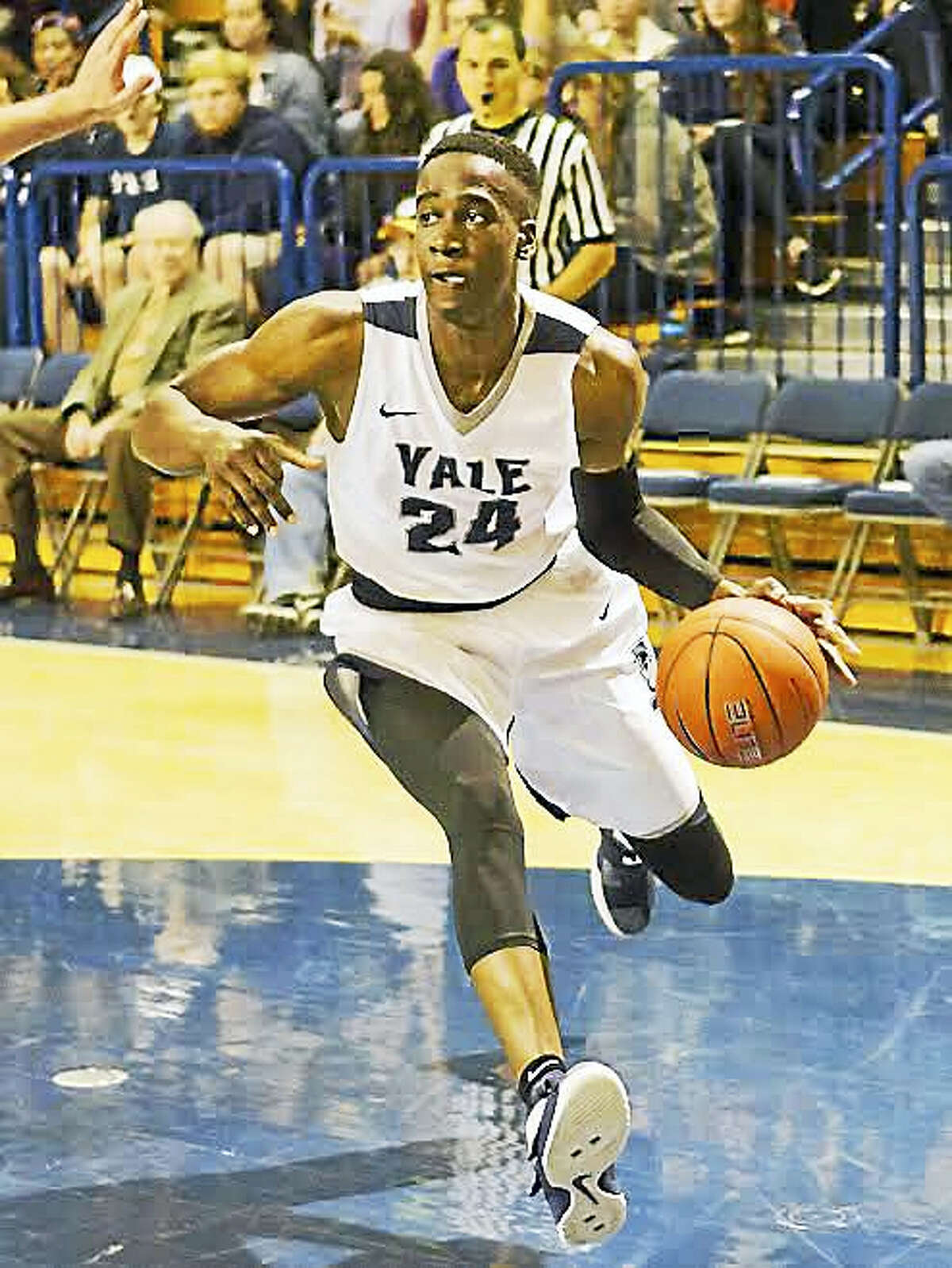 Yale frosh Miye Oni drives to the hoop in a recent game against Lehigh.