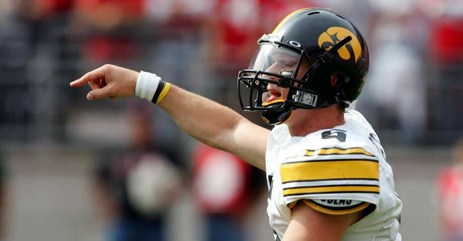 PHOTOS: Former Baytown Lee quarterbackDrew Tate #5 of Iowa reacts to a roughing the passer call against Ohio State during the fourth quarter on September 24, 2005 at Ohio Stadium in Columbus, Ohio. Ohio State defeated Iowa 31-6. (Photo by Harry How/Getty Images)Browse through the photos to see notable Baytown Lee QB alumni. Photo: Harry How/Getty Images