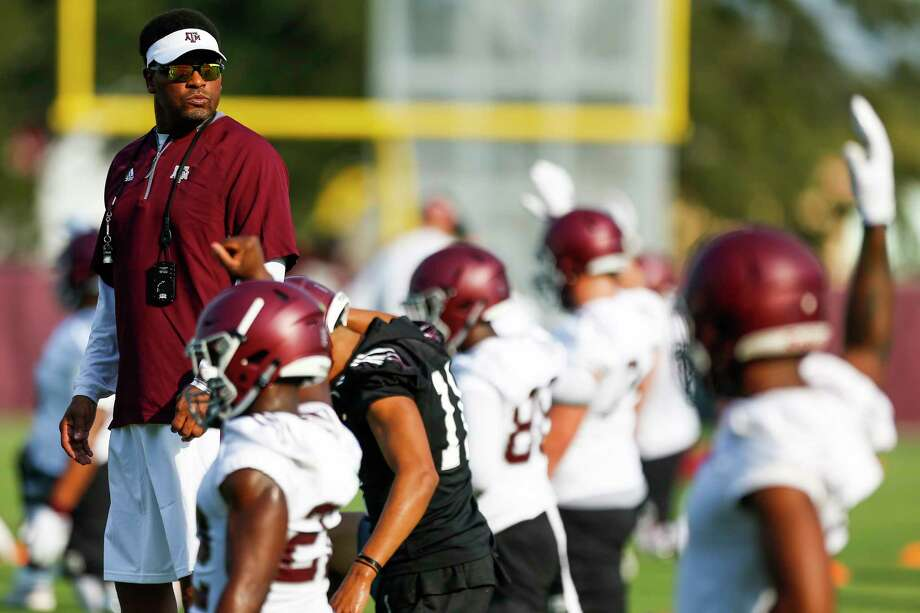 Texas A&M coach Kevin Sumlin has yet to earn the trust of some fans who blame him for the team's lack of on-field success. Photo: Michael Ciaglo, Staff / Michael Ciaglo
