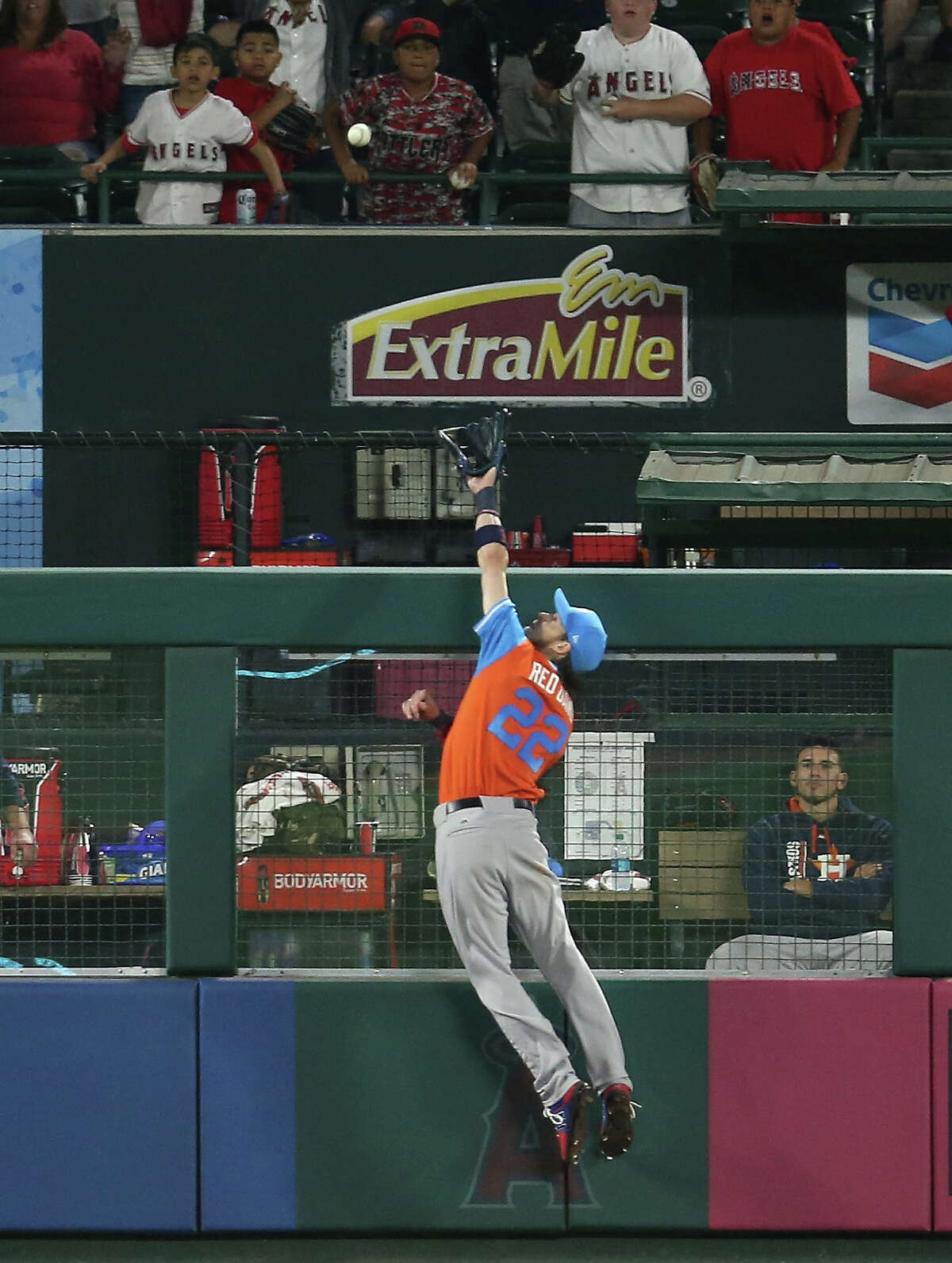 ANAHEIM, CA - AUGUST 26: Left fielder Josh Reddick #22 of the Houston Astros jumps but can't reach an eighth inning three run home run by Andrelton Simmons #2 of the Los Angeles Angels of Anaheim to give the Angels the lead on August 26, 2017 at Angel Stadium of Anaheim in Anaheim, California. (Photo by Stephen Dunn/Getty Images)
