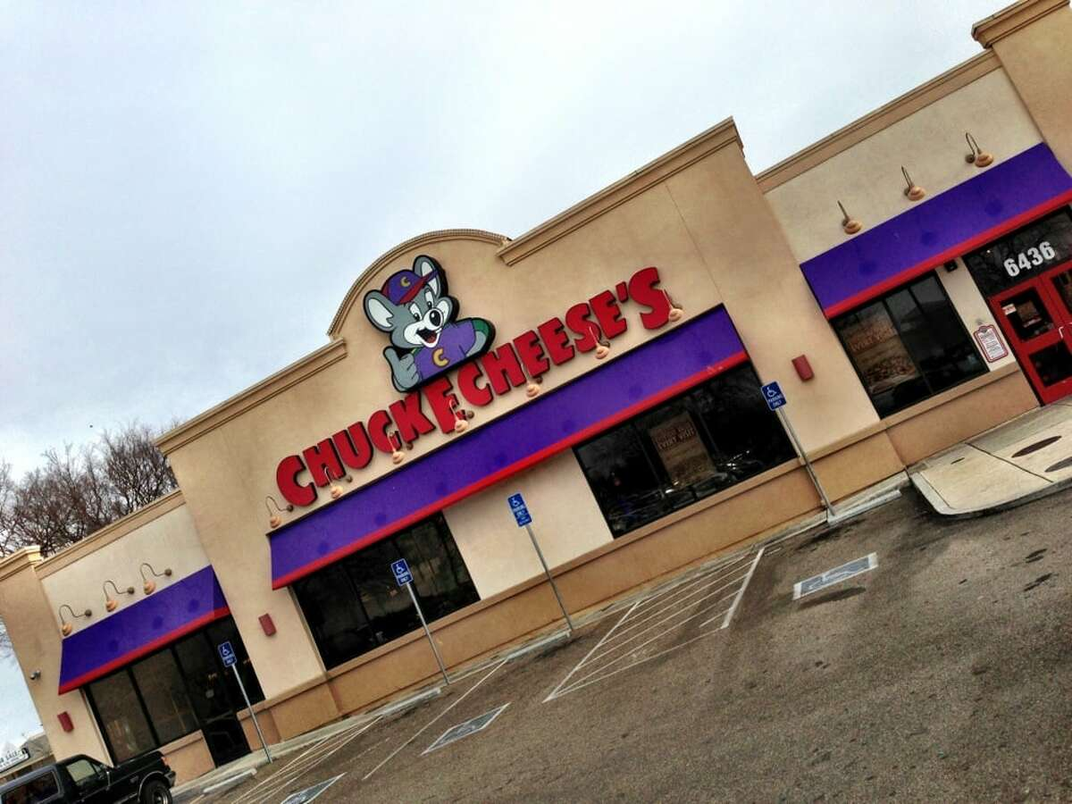 Chuck E. Cheese is testing out delivery of its pizza to customers in the Bay Area.