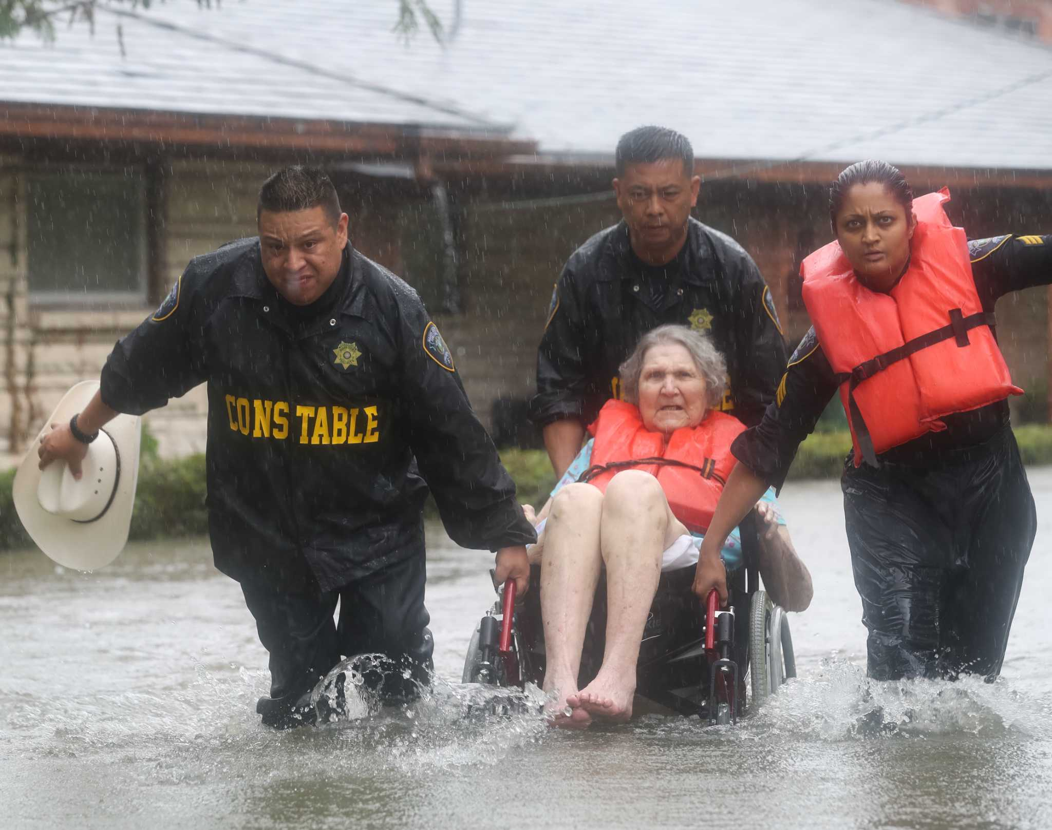 Created At 2017 08 30 0101 Swandal Swallow Dailycallercom Constables Office Requesting Boats For Rescue Efforts In Southeast Harris County