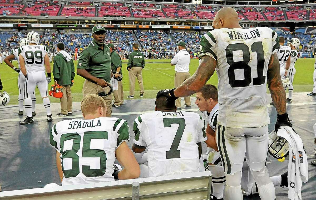Jets quarterback Geno Smith (7) is consoled by tight end Kellen Winslow (81) late in the fourth quarter of the Jets' 38-13 loss to the Tennessee Titans Sunday.