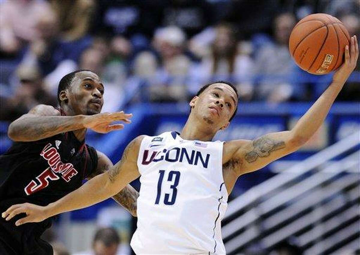 Louisville's Kevin Ware, left, and Connecticut's Shabazz Napier scramble for a loose ball during the second half their NCAA college basketball game in Hartford, Conn., Monday, Jan. 14, 2013. Louisville won 73-58. (AP Photo/Fred Beckham)