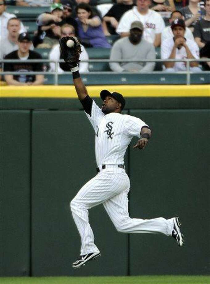 Chicago White Sox center fielder Alejandro De Aza makes a leaping catch on a ball hit by Boston Red Sox's Jacoby Ellsbury during the first inning of a baseball game,Tuesday, May 21, 2013 in Chicago.  (AP Photo/David Banks) Photo: AP / FR165605 AP