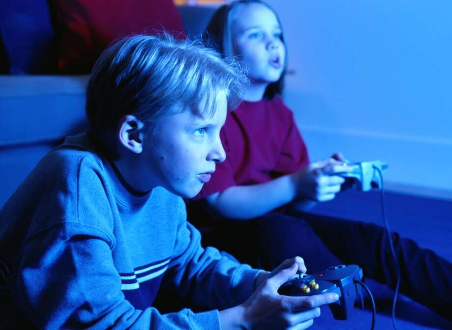 Boy and Girl Playing a Video Game Photo: Getty Images / (c) Ryan McVay