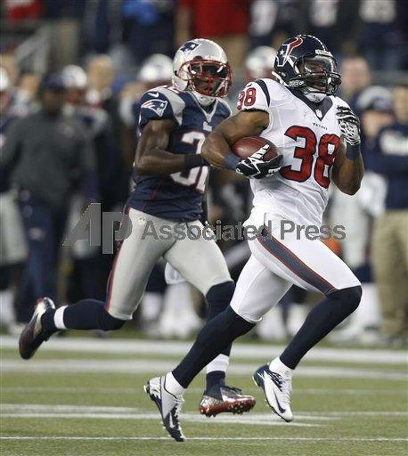 Houston Texans free safety Danieal Manning (38) is chased by New England Patriots free safety Devin McCourty on a 94-yard kickoff return during the first half of last weeks AFC divisional playoff game. The Associated Press.