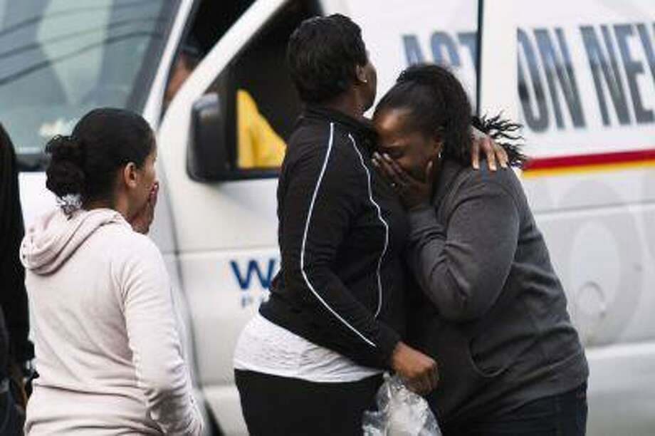 People react during a hostage situation in Trenton, New Jersey, May 11, 2013. Photo: REUTERS / X01440