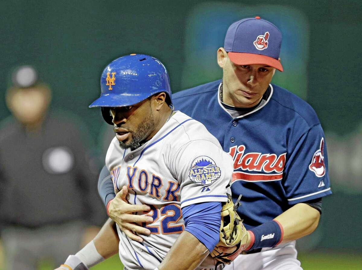 New York Mets' Eric Young Jr. (22) is tagged out by Cleveland Indians shortstop Asdrubal Cabrera on a rundown between first and second in the eighth inning Friday.