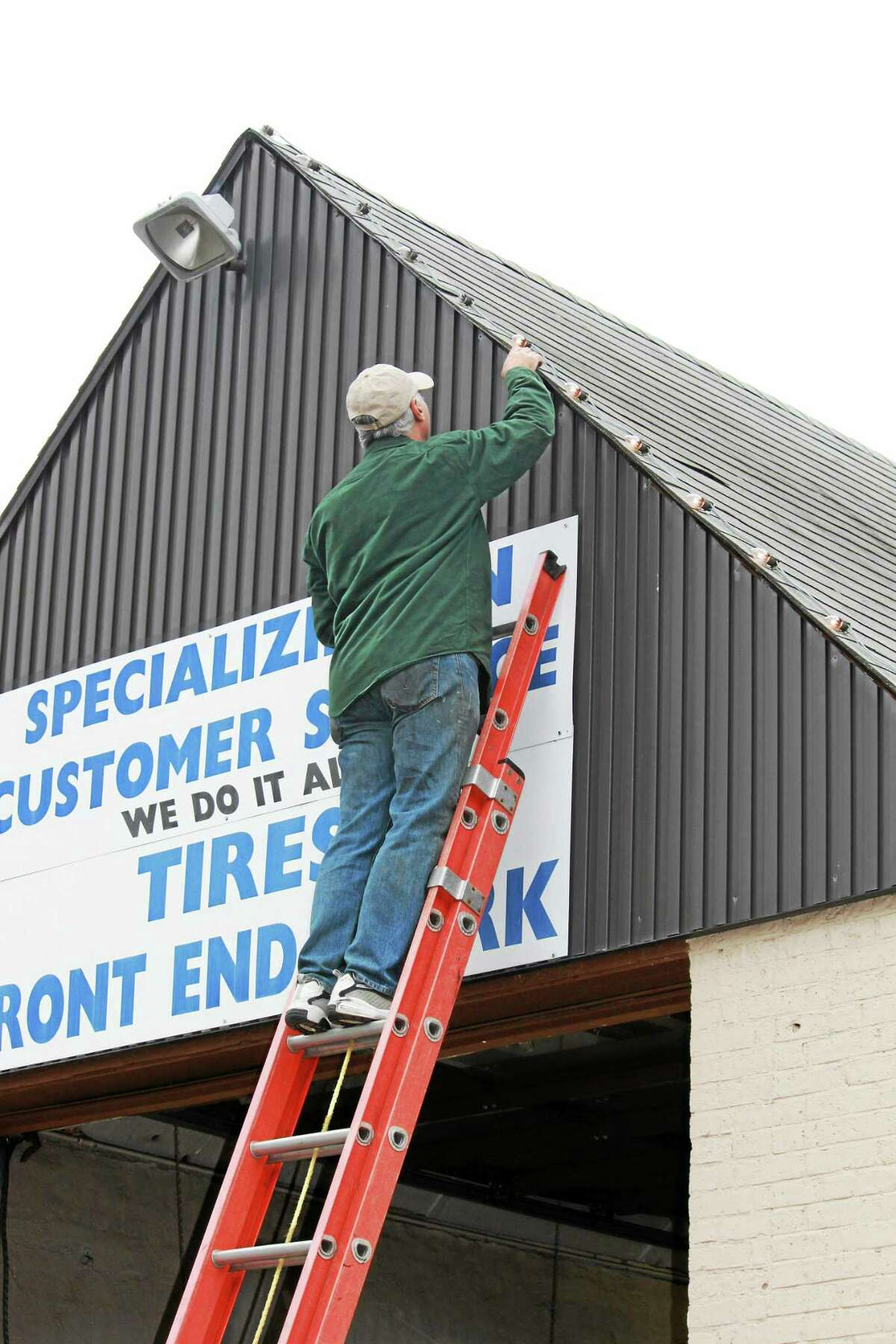 A volunteer helps with the lights in Thomaston.