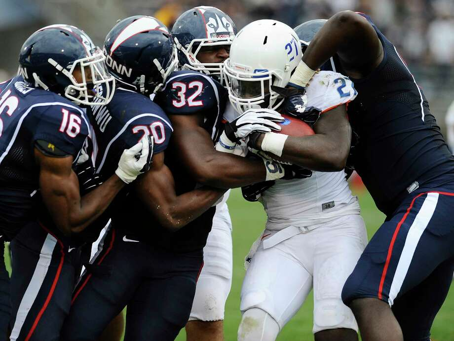 UConn linebacker Jefferson Ashiru (32) has been leading the way for the Huskies defense. Photo: Jessica Hill — The Associated Press  / FR125654 AP