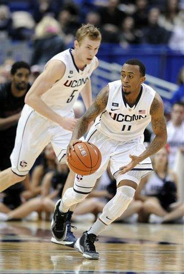 Connecticut's Ryan Boatright brings the ball up court against Cincinnati during the first half of an NCAA college basketball game in Hartford, Conn., Thursday, Feb. 21, 2013. (AP Photo/Fred Beckham) Photo: ASSOCIATED PRESS / AP2013