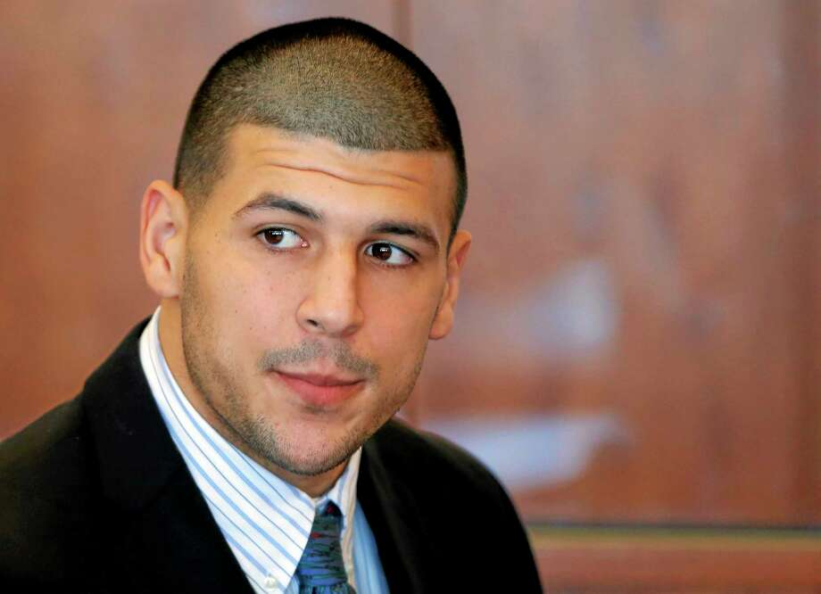 Prosecutors won't oppose a move by lawyers for former Patriots tight end Aaron Hernandez to suppress evidence against him in a 2013 murder case. Photo: Brian Snyder — The Associated Press File Photo  / Pool Reuters