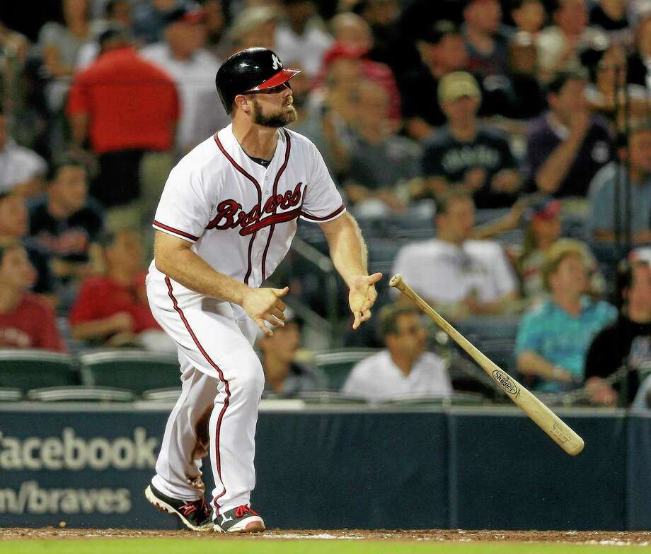 The Braves' Evan Gattis hits a home run against the Mets. Photo: John Bazemore — The Associated Press  / AP