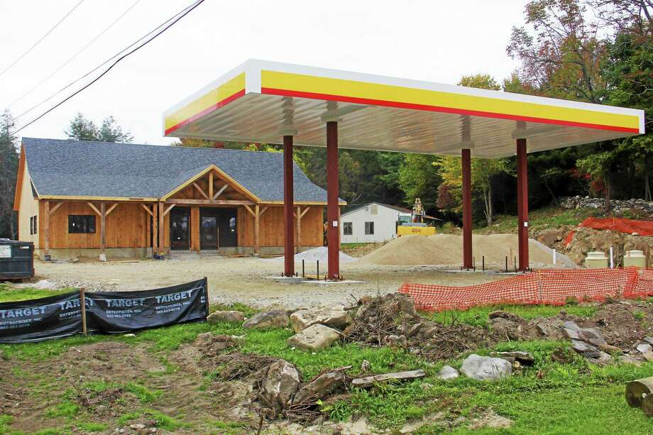 The works site of the Shell Gas station on Thursday, Sept. 25, in Goshen. The station owners said the station should be open by mid-November.  Esteban L. Hernandez - The Register Citizen Photo: Journal Register Co.