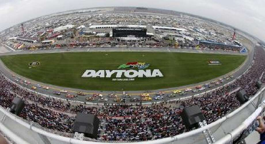 Drivers take the green flag of the 2009 Daytona 500.