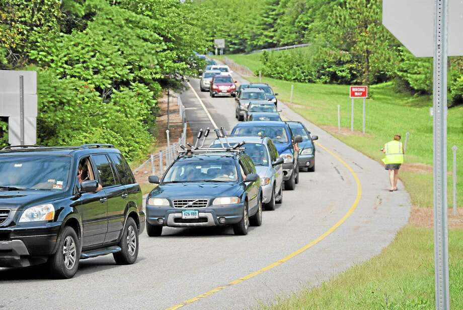 Traffic backs up along Pinewoods Road in Torrington after Route 8 was shutdown because of an accident. Photo: Jessica Glenza — Register Citizen