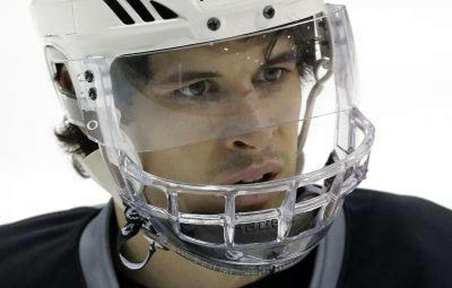 Pittsburgh Penguins' Sidney Crosby (87) participates in a hockey practice in Canonsburg, Pa., April 30, 2013. Photo: AP / AP
