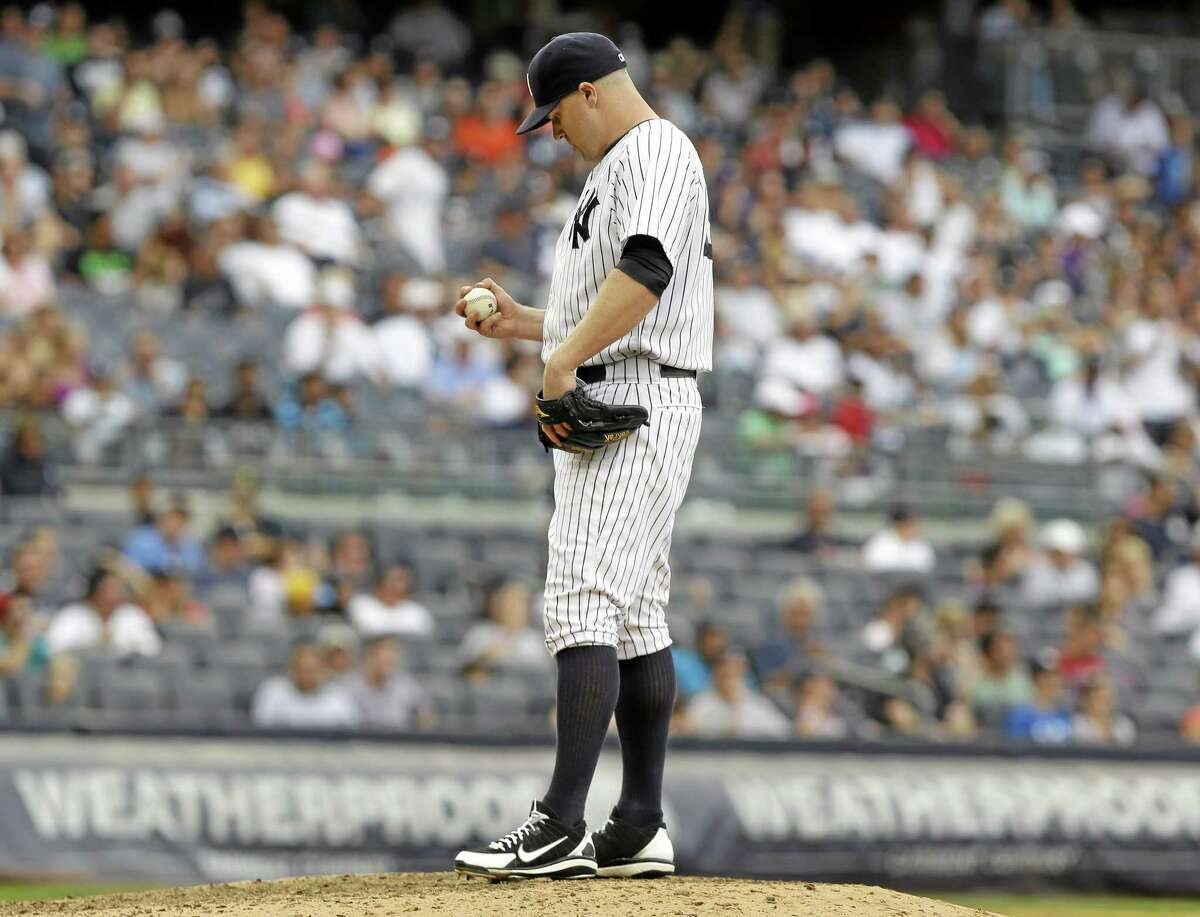 Yankees reliever Shawn Kelley reacts after giving up a three-run home run during the seventh inning Sunday.